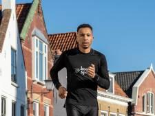 Yunis Stitan houdt Huub van Noorden achter zich in Halve Marathon van Tholen