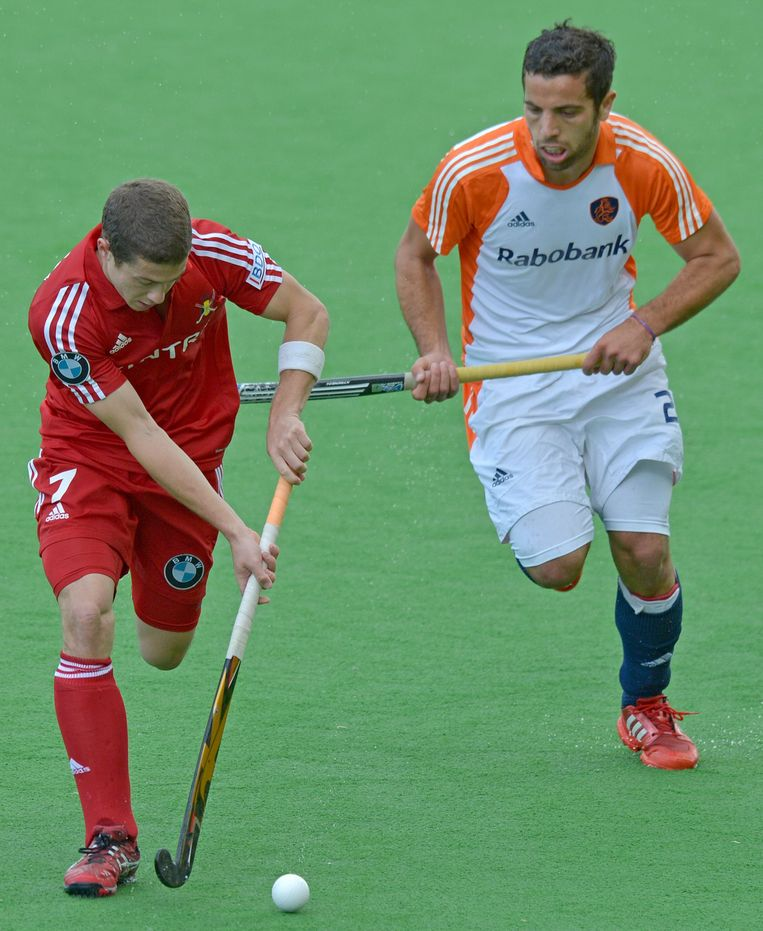 John-John Dohmen of Belgium (L) beats Valentin Verga of The Netherlands (R) to a ball during the Pool B match against the Netherlands at the Men's Hockey Champions Trophy tournament in Melbourne on December 4, 2012. The Nehterlands was leading 3-0 at half-time. IMAGE STRICTLY RESTRICTED TO EDITORIAL USE - STRICTLY NO COMMERCIAL USE.  AFP PHOTO/Paul CROCK Beeld AFP