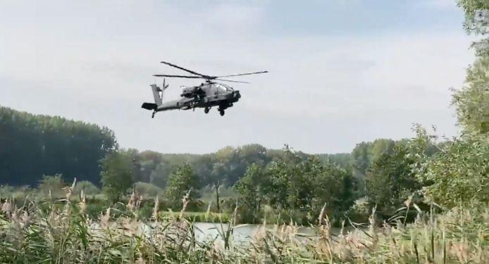 De laagvliegende Defensie-helikopter