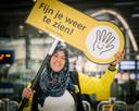 Laila zoals we haar graag zien: lachend op Utrecht Centraal.