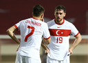 Cengiz Ünder (Leicester City) en Feyenoorder Orkun Kökcü zitten bieden in de Turkse EK-selectie