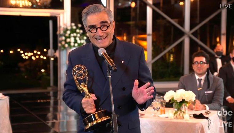 Eugene Levy accepteert zijn Emmy voor beste hoofdrol in een komedieserie voor 'Schitt's Creek'. Beeld AP