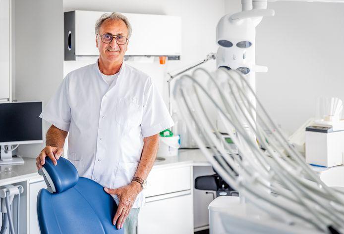 Tandarts Wirtz uit Dordrecht gaat met pensioen na 45 jaar.