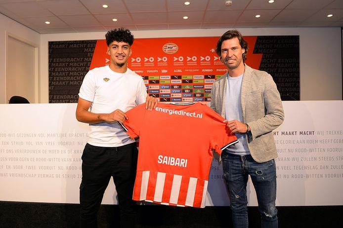 Ismael Saibiri en John de Jong, de technisch manager van PSV.