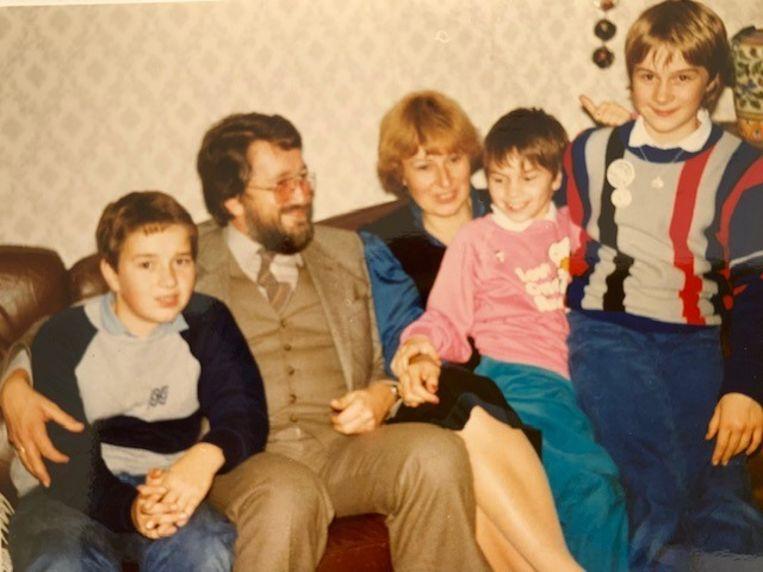 Cees den Heyer met het gezin. Beeld
