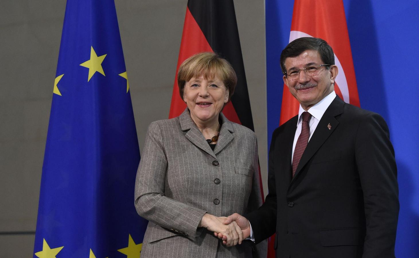 Angela Merkel en premier Ahmet Davutoglu