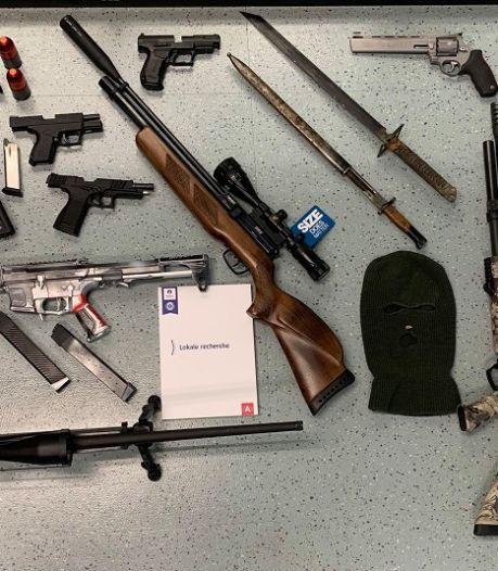 """Neuf """"chasseurs de pédophiles"""" arrêtés en Belgique, un arsenal d'armes saisi"""