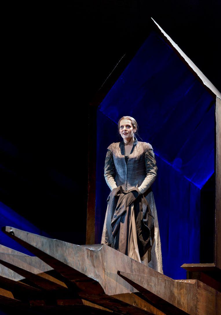 Eva-Maria Westbroek als Sieglinde bij De Nationale Opera. Beeld Ruth Walz / DNO
