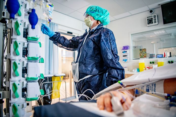 Ondanks de enorme waardering in de samenleving voor het verpleegkundig personeel in de ziekenhuizen, lijkt de animo om een opleiding tot verpleegkundige te volgen vooralsnog niet toegenomen.