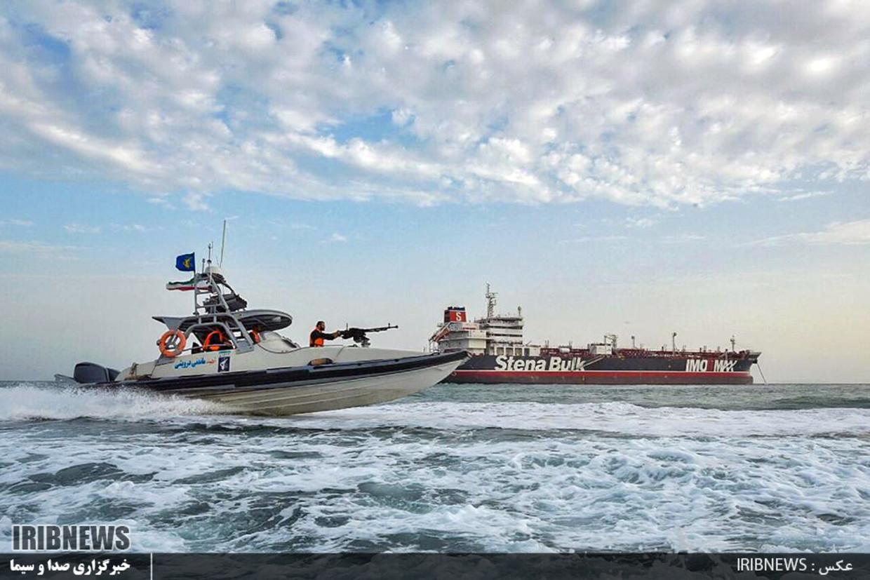 Een door de staatsomroep van Iran gepubliceerde foto van een Iraanse speedboot bij de Britse tanker Stena Impero.