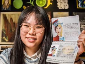 Xiaochui (17) uit Enschede vat China en Nederland samen in haar eigen paspoort