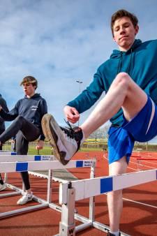 Corona zorgt in Zutphen voor uitwisseling tussen sporten: 'Voor onze basketballers is atletiek een mooie nieuwe ervaring'