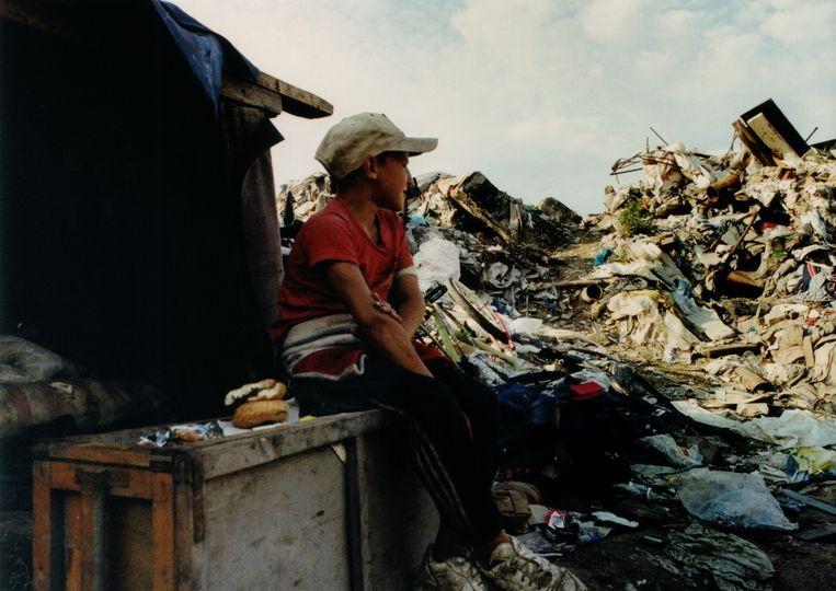 Something Better to Come volgt het leven van Yula op de vuilnistbelt op haar 11de Beeld Still