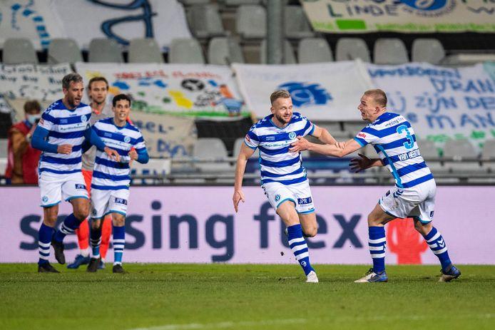 Ontlading bij De Graafschap na de 1-0 van invaller Melvin Platje (tweede van links).