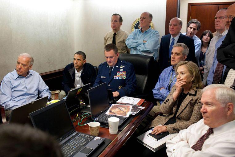 Gates (rechts) zat mee aan tafel tijdens de raid op Osama Bin Laden. Beeld REUTERS