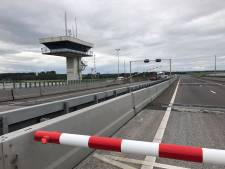 Lange files door storing Ketelbrug