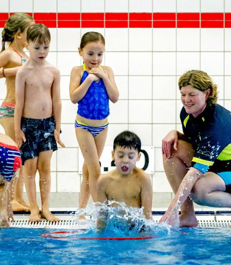 Zorg over verdwijnen goedkope zwemles in Alphen