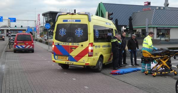Scooterrijder ernstig gewond door aanrijding met auto in Veenendaal.