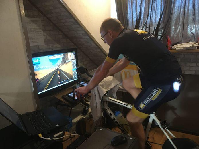 Dirk Thomassen (51) uit Nijkerk fietste in één etmaal meer dan 700 kilometer.