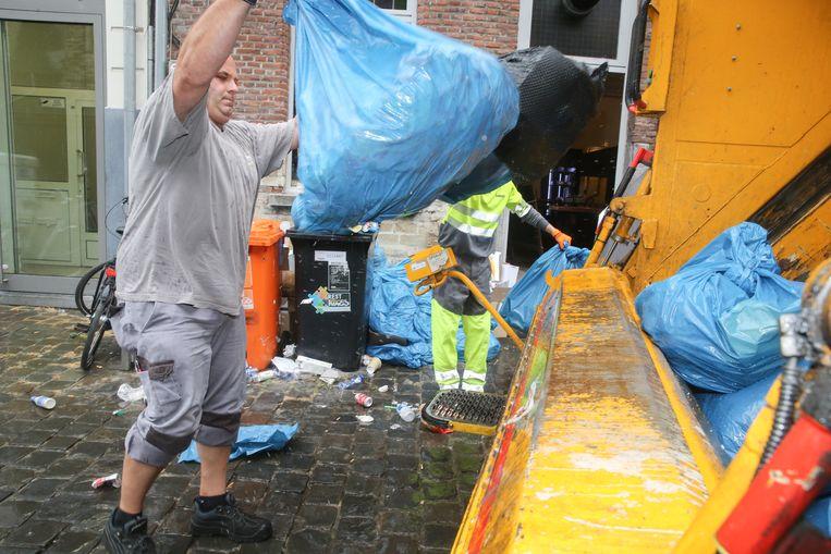 Ivago hervat huisvuilophaling in Gent. Beeld Gianni Barbieux