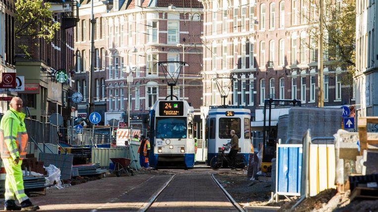 Na 14 jaar is de tram terug in de Ferdinand Bolstraat Beeld Maarten Brante