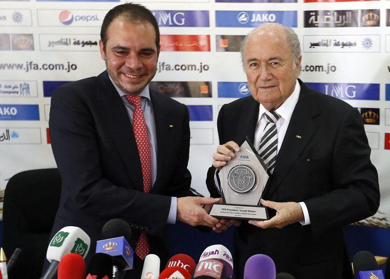 Prins Ali Bin Al Hussein samen met Sepp Blatter in 2014. Beeld epa
