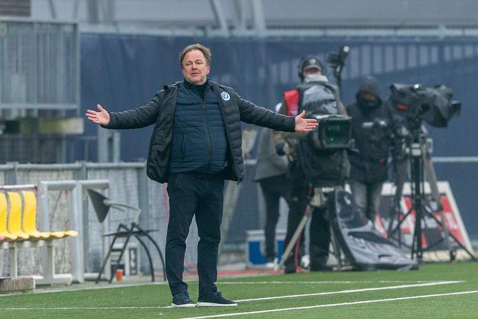 Trainer Mike Snoei is met De Graafschap in gesprek over een contractverlenging.