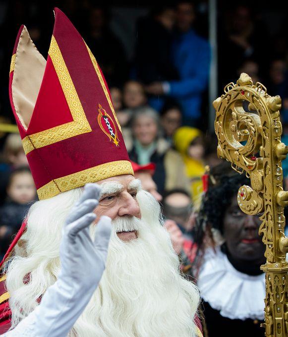 Jeroen Krabbé in de rol van Sinterklaas.