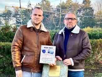 """Luc (56) en zoon Jens (30) vereeuwigen verhaal over neergestorte bommenwerper in boek: """"Elk jaar nog contact met familie van de bemanning"""""""