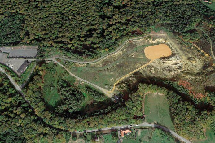 De voormalige zavelputten en stortplaats, waar het wolvenpark zou komen.