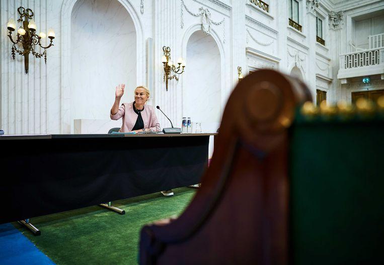 Minister Sigrid Kaag voor Buitenlandse Handel en Ontwikkelingssamenwerking in de Oude Zaal van de Tweede Kamer tijdens een overleg over de coronacrisis.  Beeld ANP