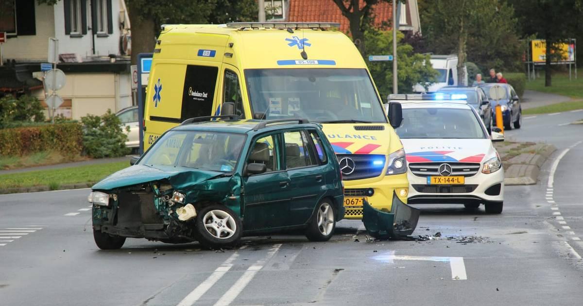 Ouder echtpaar gewond bij botsing op N344 in Holten.