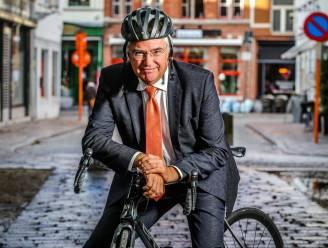 """Na maand met zeven dodelijke slachtoffers in West-Vlaanderen doet gouverneur Carl Decaluwé oproep: """"Verplicht het dragen van een fietshelm"""""""
