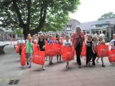 Beatrixschool in Renkum vult tassen voor kinderen die niet op vakantie kunnen
