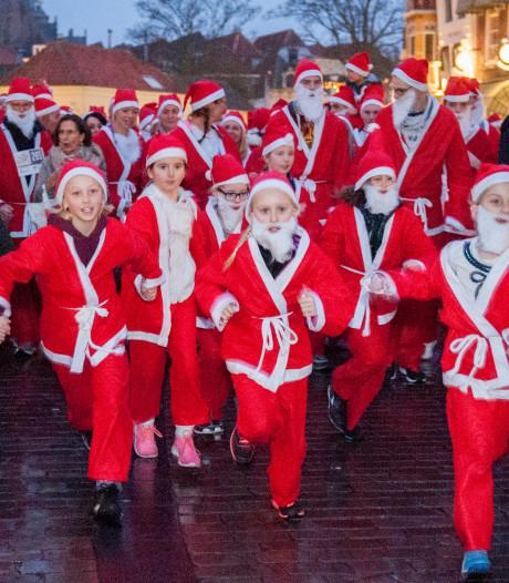 Santa Run: honderden kerstmannen rennen door Middelburg
