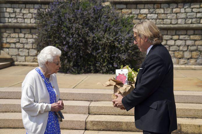 La Reine a reçu la rose chez elle, au château de Windsor.