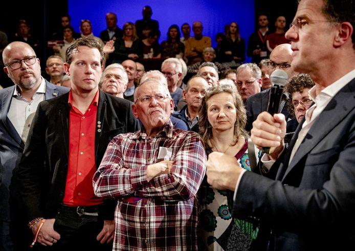 Premier Mark Rutte in gesprek met Zeeuwen in een vol Arsenaaltheater in Vlissingen.