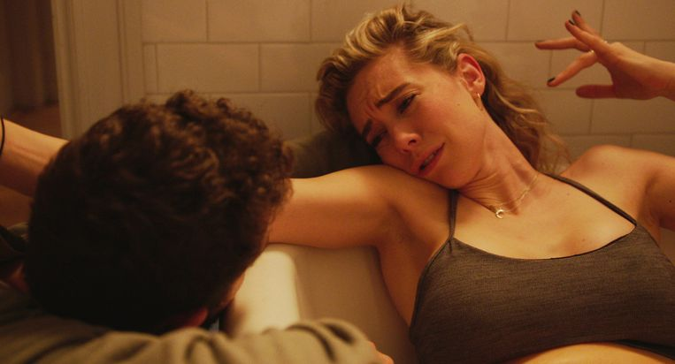 Shia LaBeouf en Vanessa Kirby in 'Pieces of a Woman'. Beeld AP