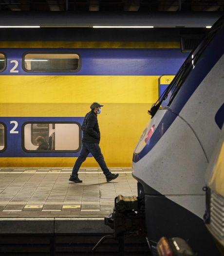 Treinverkeer rond Zutphen ontregeld door botsing vrachtwagen tegen spoorviaduct