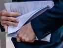 Mark Rutte (VVD) met zijn aantekeningen.