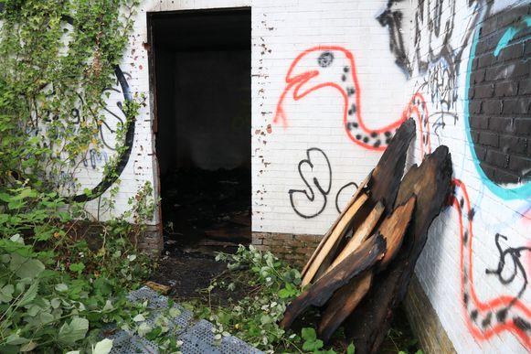 Maar hier slaagden de vandalen er alsnog in om zo'n plaat te verwijderen.