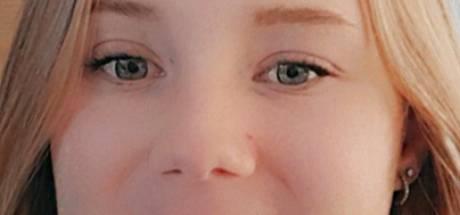 Leerlingen rouwen om Lotte (14) op school in Almelo: gedenkplek ondanks corona toegankelijk
