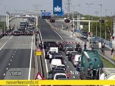 File op de A29: automobilisten besluiten spookrijdend de snelweg te verlaten