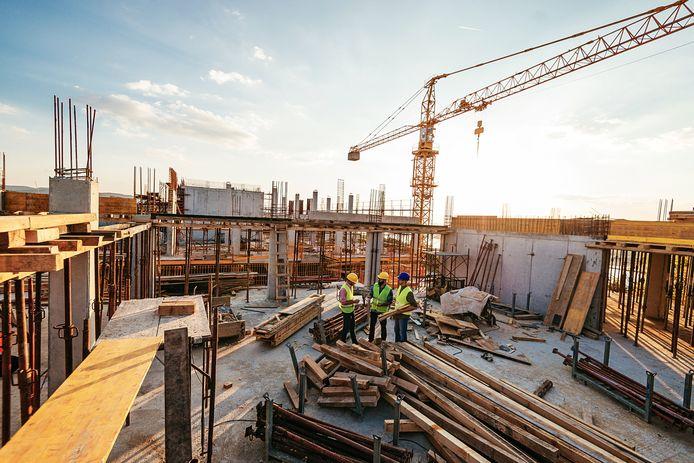 Internationaal ontstaan grote tekorten voor bouwmaterialen, die de prijzen stevig omhoog stuwen.