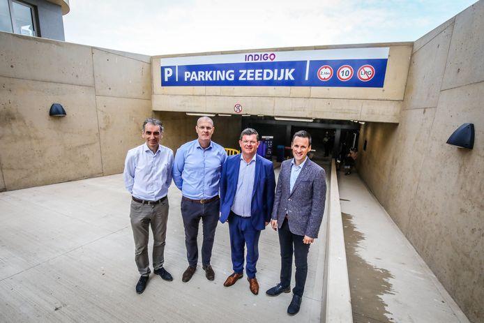 (vlnr) Kristof Vanneste en Philippe Vranckx van Indido met burgemeester Bart Tommelein (Open Vld) en schepen Björn Anseeuw (N-VA)