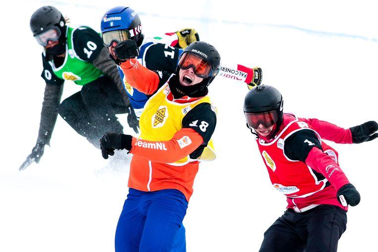 Glenn de Blois viert zijn overwinning tijdens de eerste wereldbekerwedstrijd van deze winter. Beeld Getty Images