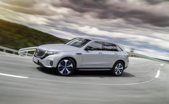 De elektrische EQC van Mercedes kan ook een caravan trekken.
