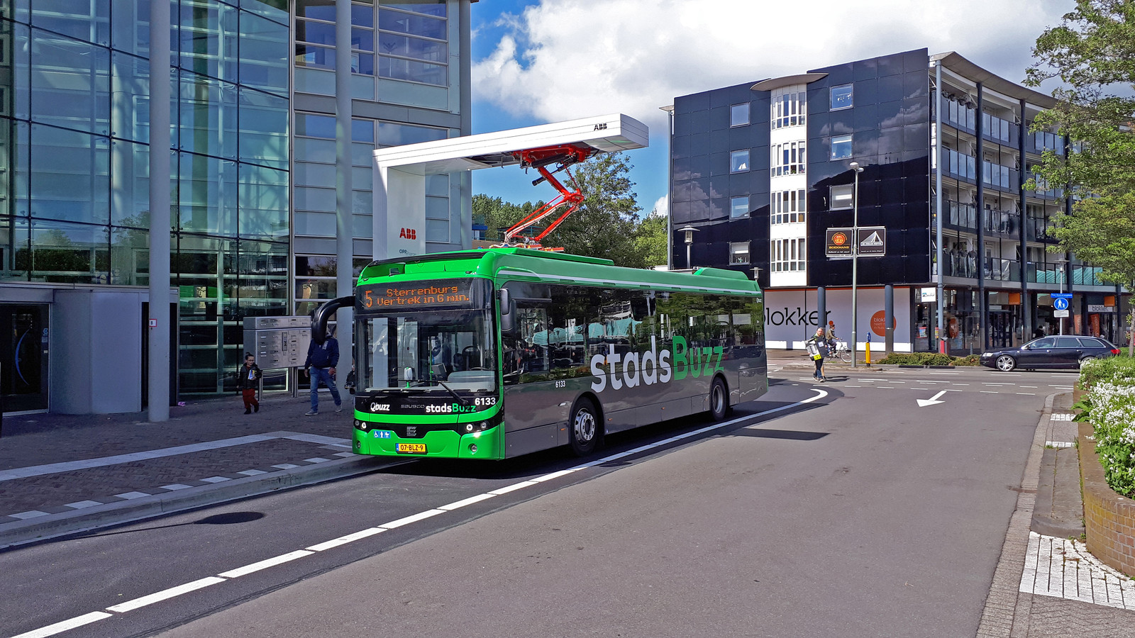 Een bus van Qbuzz in Dordrecht.