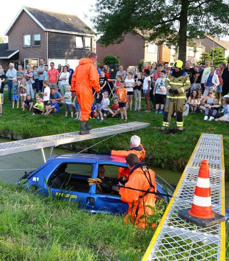 Brandweer moet het water in tijdens demonstratie van werk bij 'ongeluk'