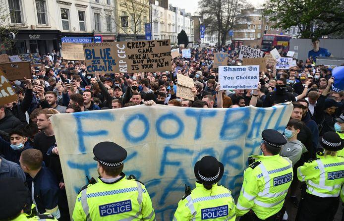 Onder massaal protest was Chelsea gisteren de eerste club die de alliantie verbrak